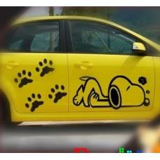 Наклейка на авто Пёс Снуппи